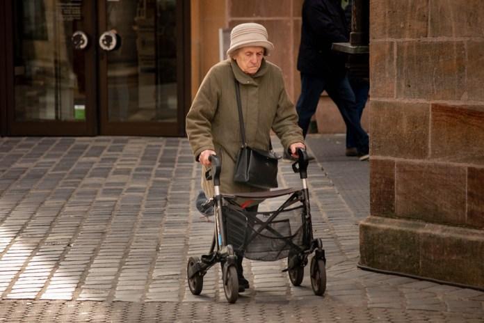 Większe emerytury dla osób bez przepracowanego wymaganego stażu pracy