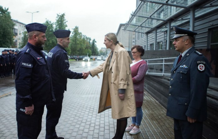 Wysłani przez Polskę policjanci rozpoczęli misję na granicy