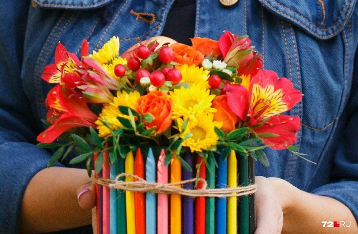 Наконец это закончится: учителям запретят брать любые подарки кроме цветов