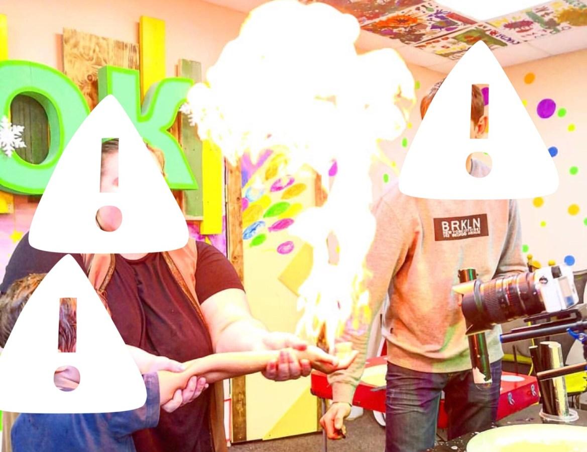 Биробиджанские дети участвуют в шоу огненных мыльных пузырей. Это безопасно?
