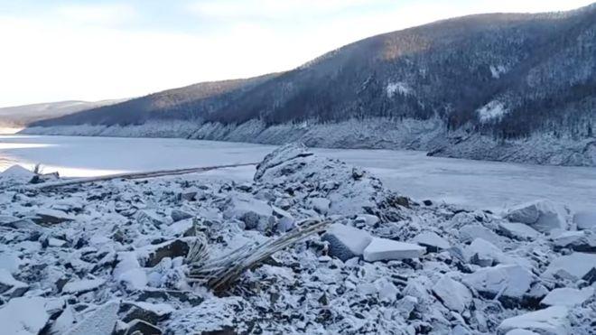 Место на реке Бурея, где в декабре не упал  ☄️ метеорит, исследуют учёные