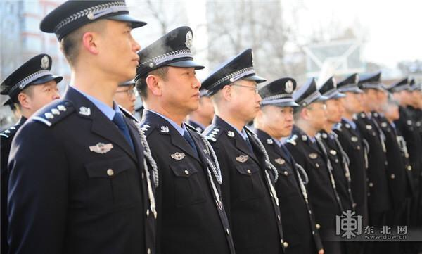 Цвет настроения синий: сотрудники пунктов пропуска в Китае сменили форму и ведомство