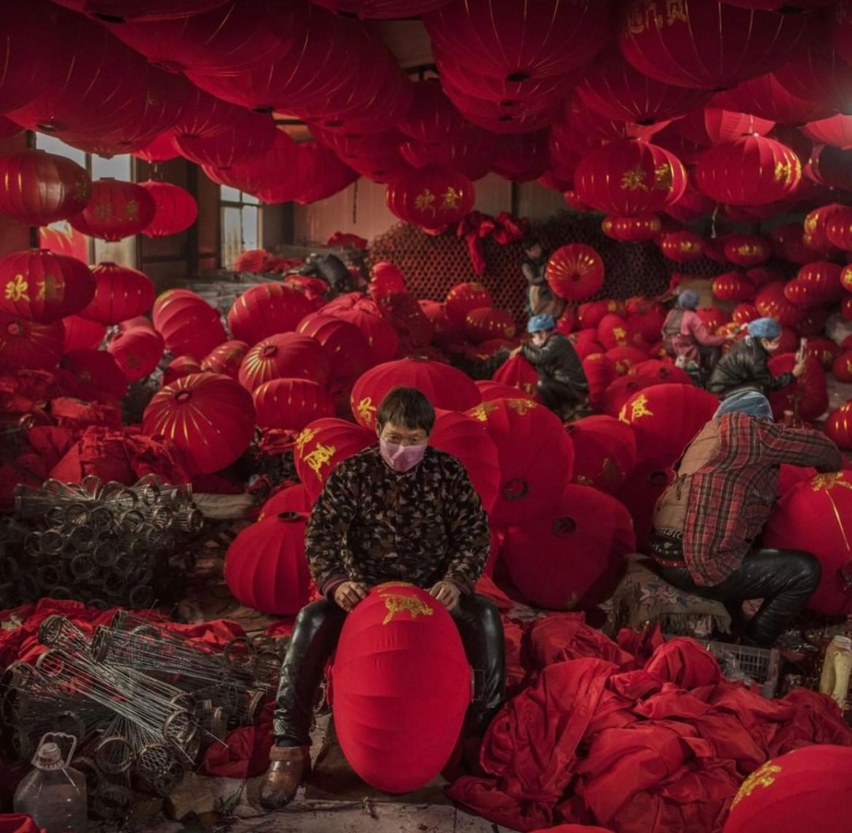 В китайском Туньтоу полным ходом идёт производство светильников к Новому году