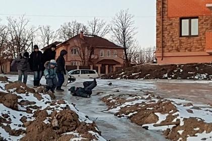 В Чигирях Амурской области дети катались на горке из фекальных стоков