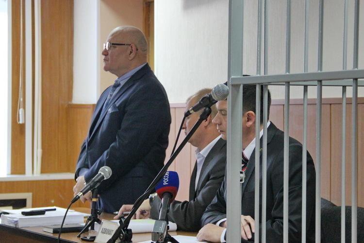 В суд по делу экс-губернатора ЕАО Александра Винникова постоянно вызывают новых свидетелей