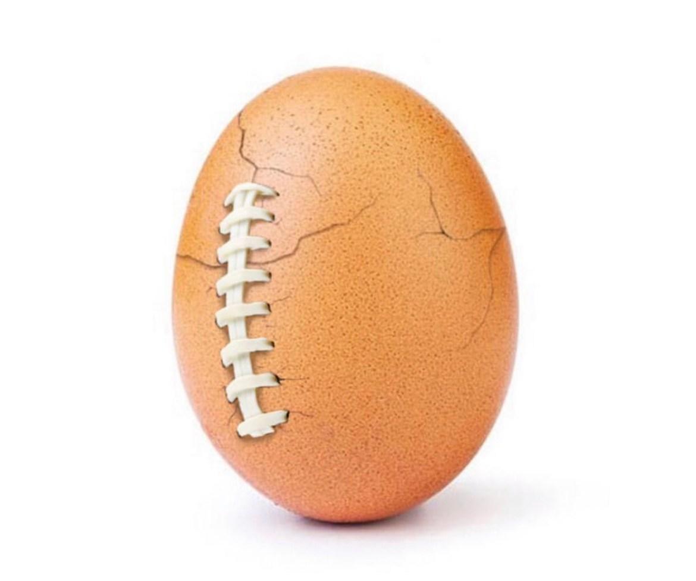 Всемирно известное яйцо превратилось в мяч для американского футбола