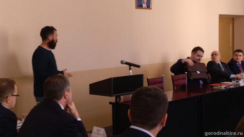 Георгий Нацвлишвили выступил против конкурсной процедуры избрания мэра Биробиджана, а потом согласился принять в ней участие