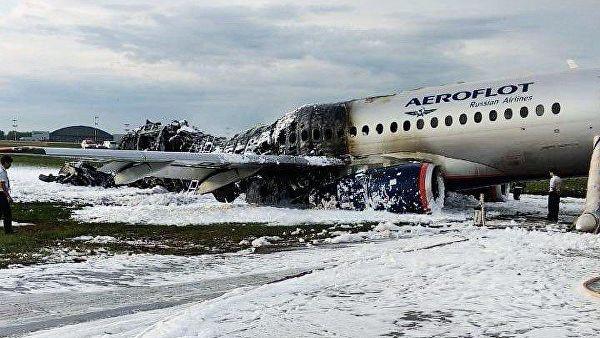 В сети появилось видео с борта самолета «Аэрофлота» в момент аварийной посадки в «Шереметьево» (18 +)