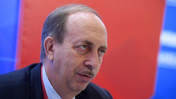 Александр Левинталь философски смотрит на то, что его периодически «отправляют в отставку»