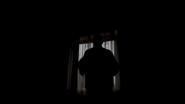 «Кто ты?»: биробиджанка проснулась в 4.30 утра и увидела незнакомого молодого мужчину в своей квартире