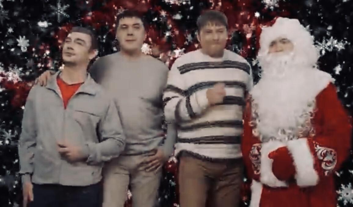 Помните ребят из «Стекловаты»? Они спели легендарную песню «Новый год» 11 лет назад и вернулись в 2019-м с ней же, но слегка заматеревшими (ВИДЕО)