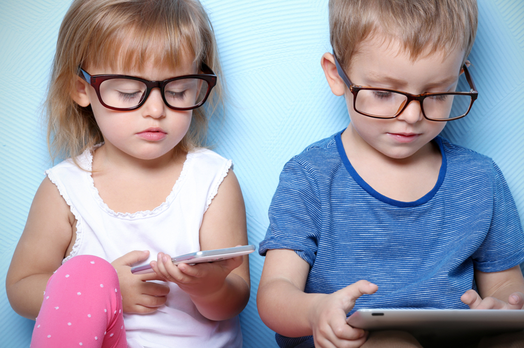 Дети, гаджеты и самоизоляция: как соблюсти баланс и не посадить зрение?