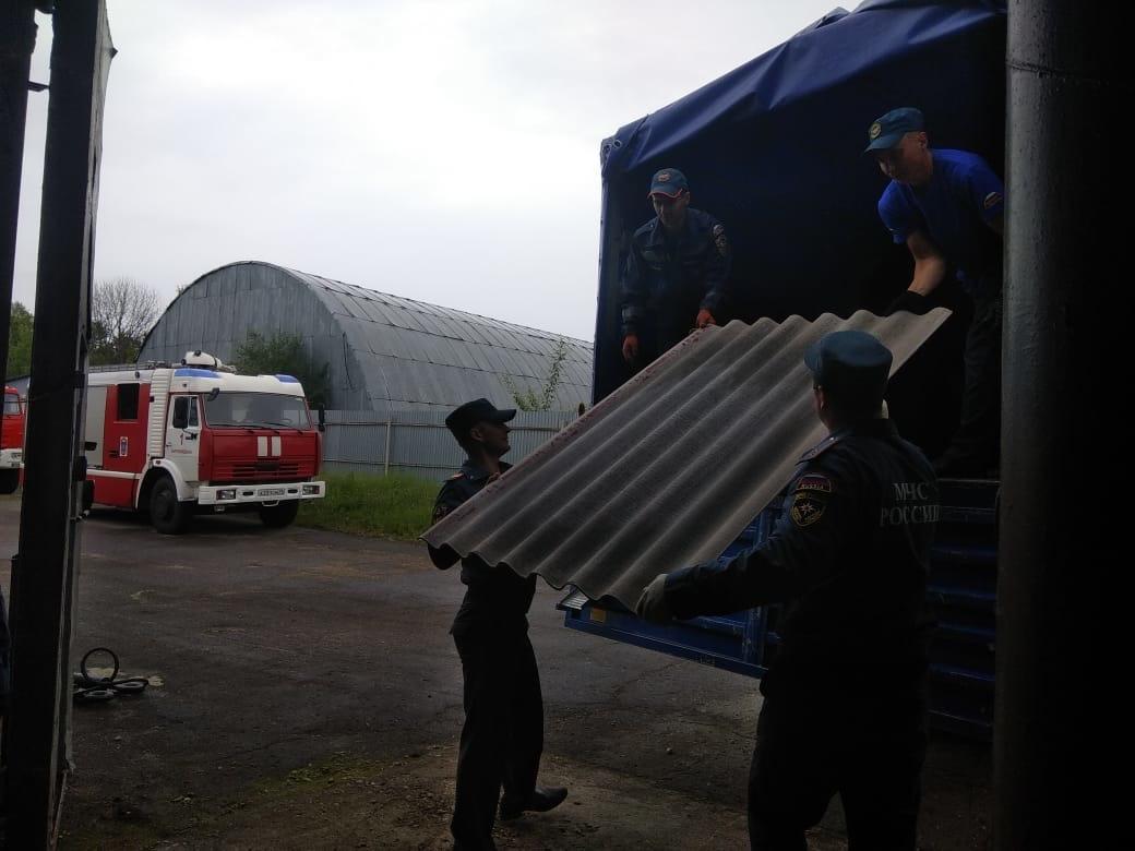 Областное управление МЧС  направило стройматериалы в Николаевку для ремонта жилых домов побитых градом
