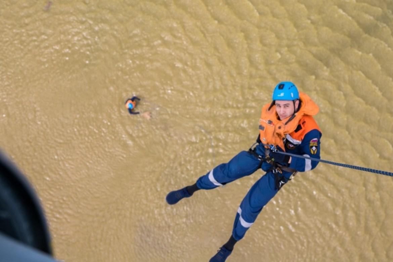 В поле, лес и воду десантировались без парашютов биробиджанские спасатели