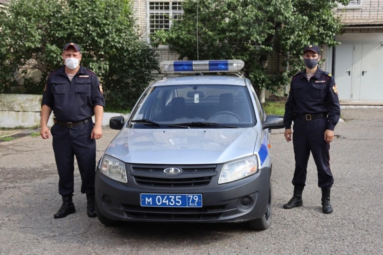 Два биробиджанских росгвардейца эвакуировали подъезд из-за возгорания до приезда пожарного расчета