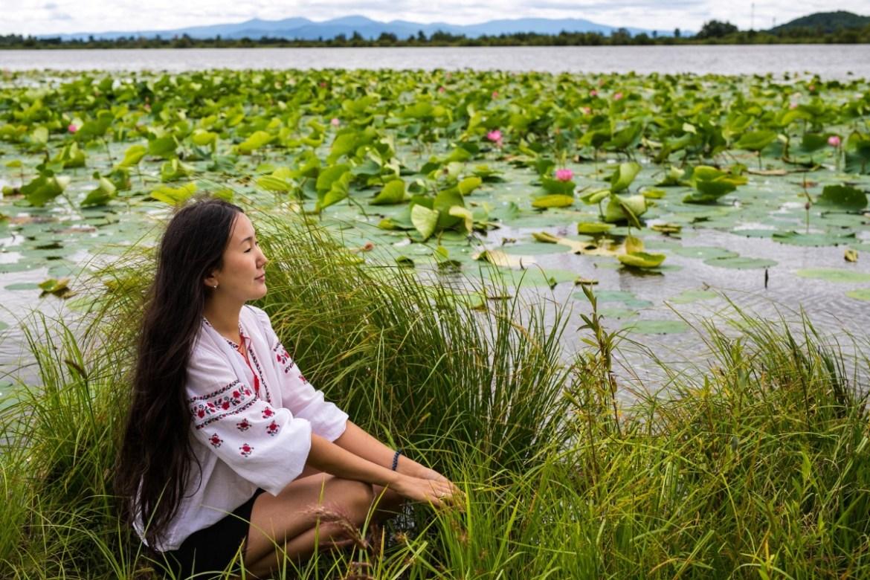 «Пришлось вброд идти»: фотограф из Биробиджана Лидия Чурилина запечатлела цветение лотосов Комарова (ФОТО)