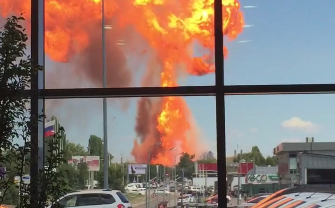 В Волгограде на воздух взлетела заправка (ВИДЕО)