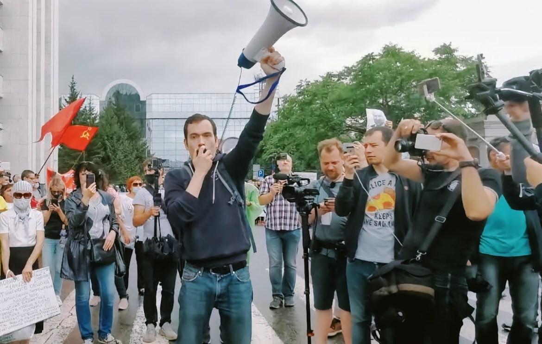 Протест перестает быть безобидным: глава штаба Навального призвал к организации в Хабкрае забастовок на предприятиях стратегического назначения