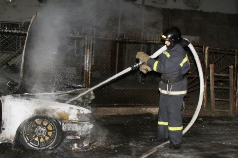 Биробиджанцу под утро сожгли машину