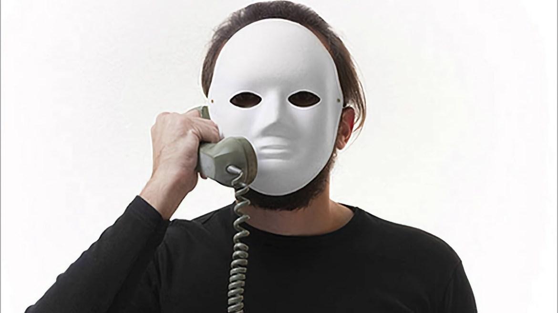 К нам в редакцию позвонил телефонный мошенник с украинским говором