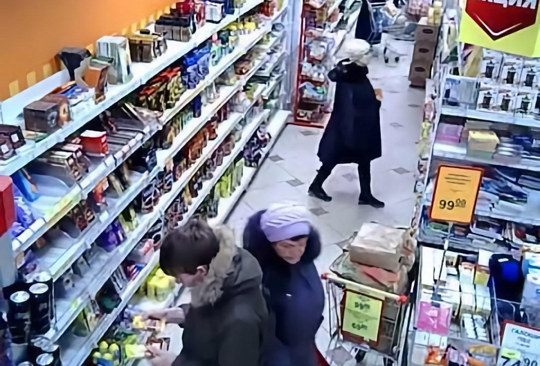 Шоплифтершу из Биробиджана, угрожавшую продавцу в магазине ножом, отправили в колонию на 3,5 года