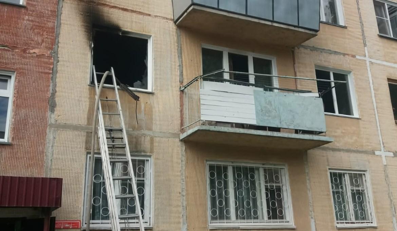Прыгать с третьего этажа на растянутое одеяло пришлось девочке-подростку во время пожара в селе Ленинское
