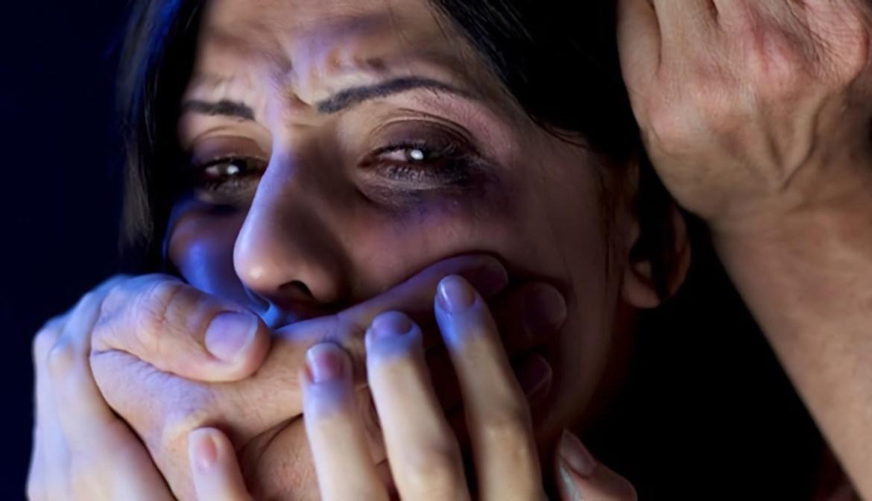 В Биробиджане молодой уголовник предстанет перед судом за  кошмарную ночь, которую он устроил знакомой