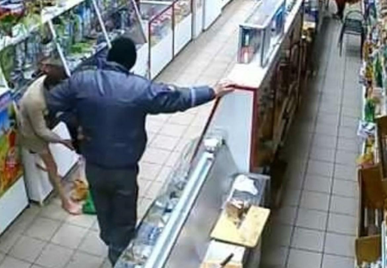 Матами, но не спортивными, обложил продавца круглосуточного магазина молодой житель Биробиджана