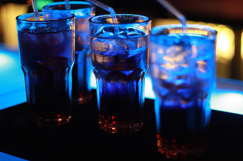 В Биробиджане из ночного клуба изъяли почти полсотни бутылок алкоголя