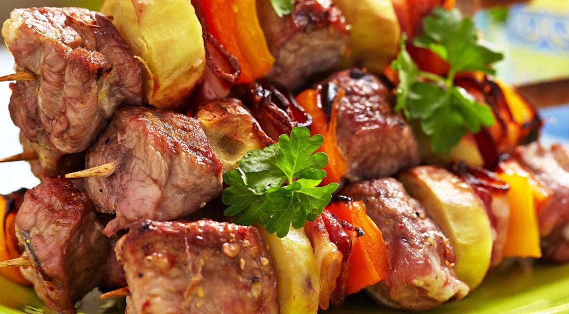 Как и чем надавить на мясо для шашлыка, чтобы убедиться в его свежести?