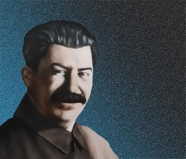 Тиран как декорация к трапезе: в Биробиджане в кафе грузинской кухни предлагают закусывать под пристальным взором товарища Сталина (ФОТО)