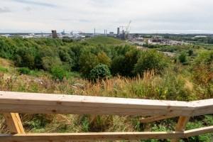 Vuosaren satama ja työnalla oleva uusi biolämpölaitos. Kuvia Vuosaaren huipun kävelylenkiltä.
