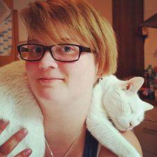 Katze auf der Schulter