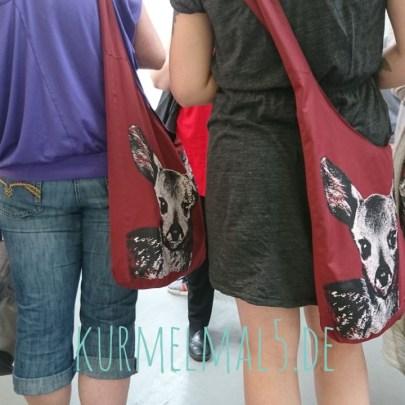 Frau Chamailion und ich haben die Taschen schön ;)