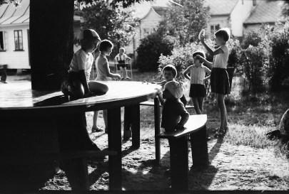 1967_08_na_placu_zabaw_zniwiarze (6)