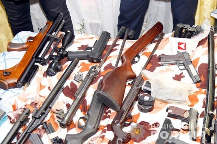 Гранатомети, карабіни, тротил: прикарпатська поліція завершила операцію з вилучення незаконної зброї