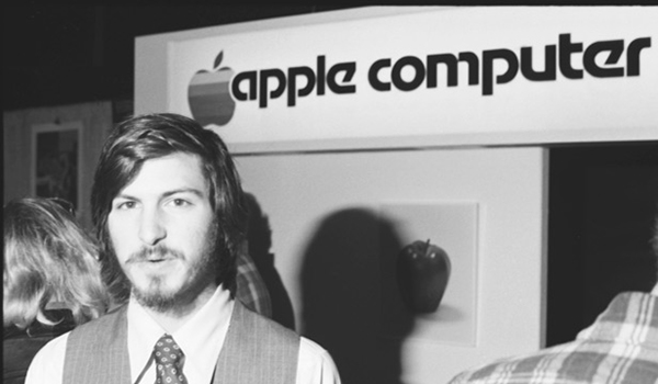 Steve-Jobs-Apple-II