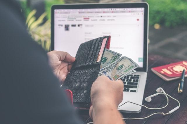 przekazy pieniężne przez internet