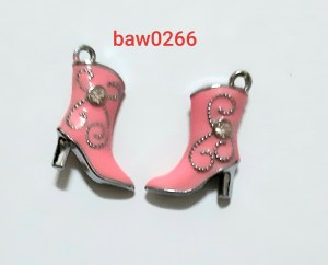 Liontin sepatu boots pink