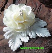Korsase mawar putih emboss