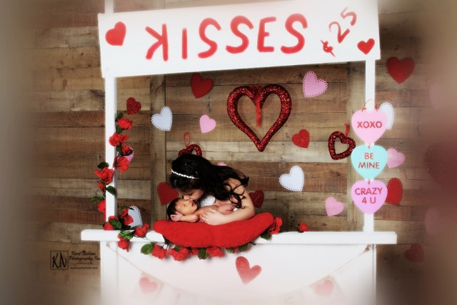 portrait studio for valentine's day Kissing Booth photos in Toledo area
