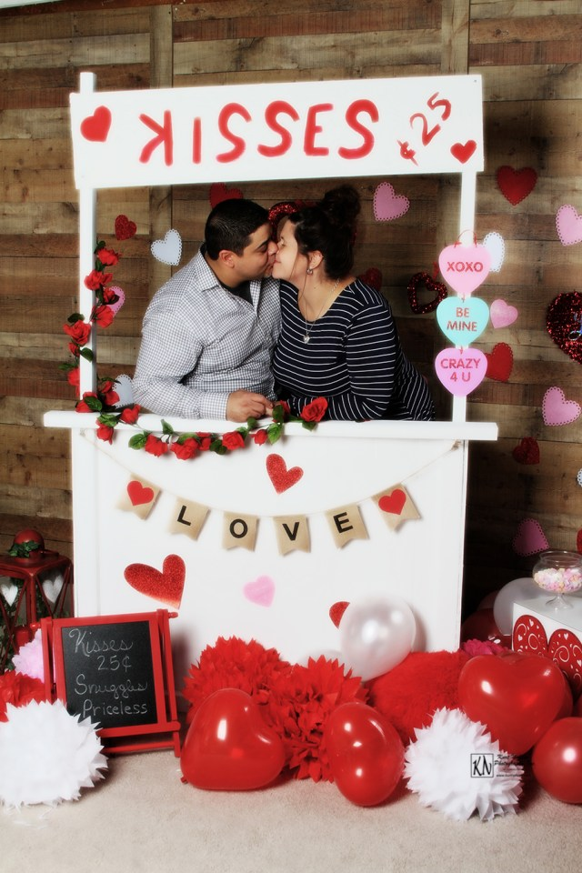 Valentine's Day kissing booth themed mini session near me