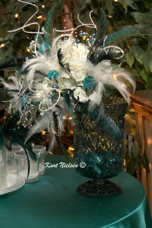 Table decorations with feathers
