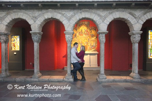 engagement photos inside the toledo museum of art