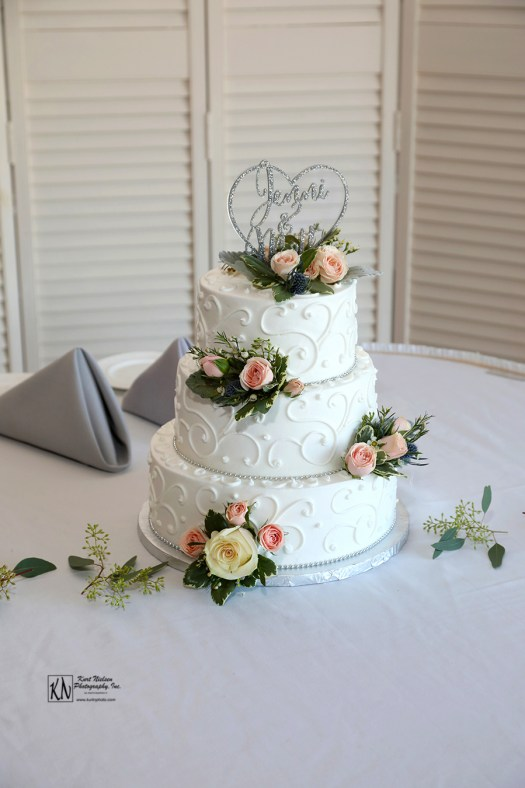 wedding cake from Eston's Bakery