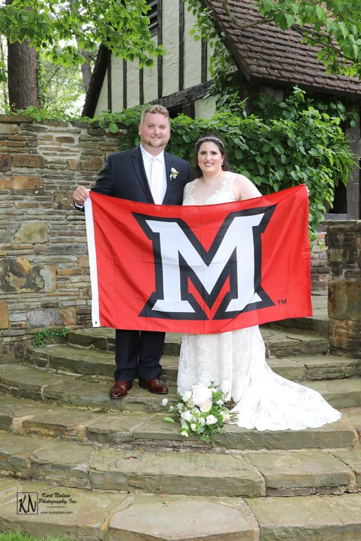 how to incorporate your college alma mater in your wedding details