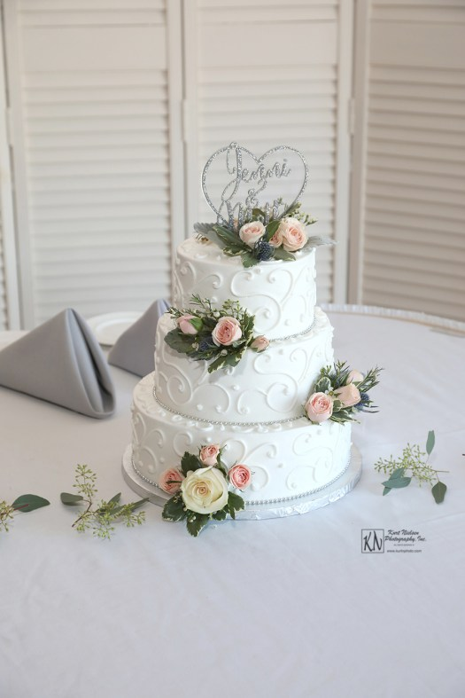 eston's bakery wedding cake at Tamaron Country Club