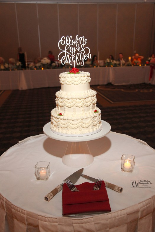 wedding cake from wixie bakery in Toledo Ohio