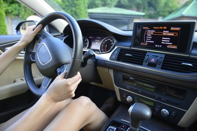 運転中のハンドル操作