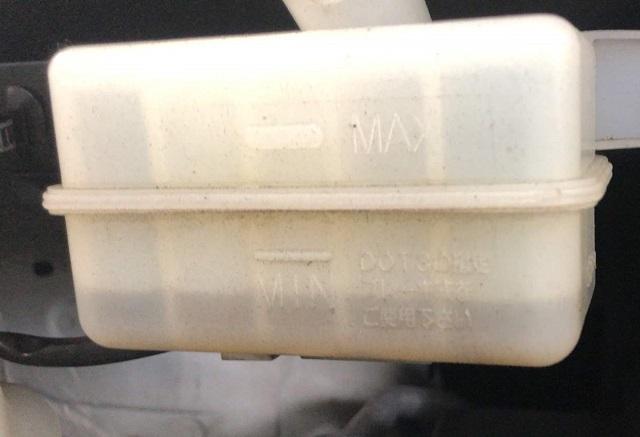 ブレーキフルードの液面が低い状態